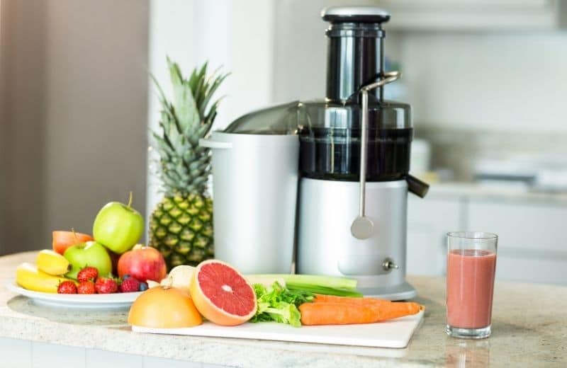 centrifugal juicer with fruit and veggies