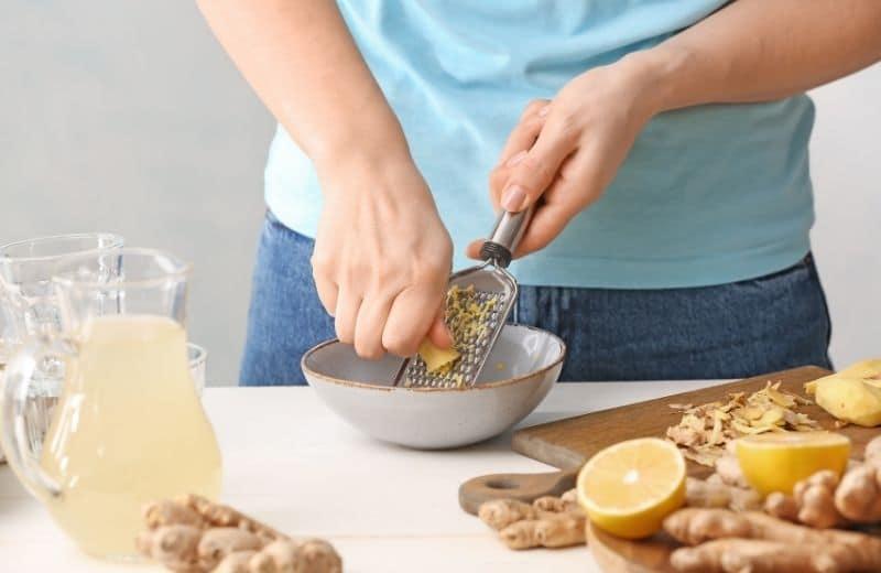 using grater to make ginger juice
